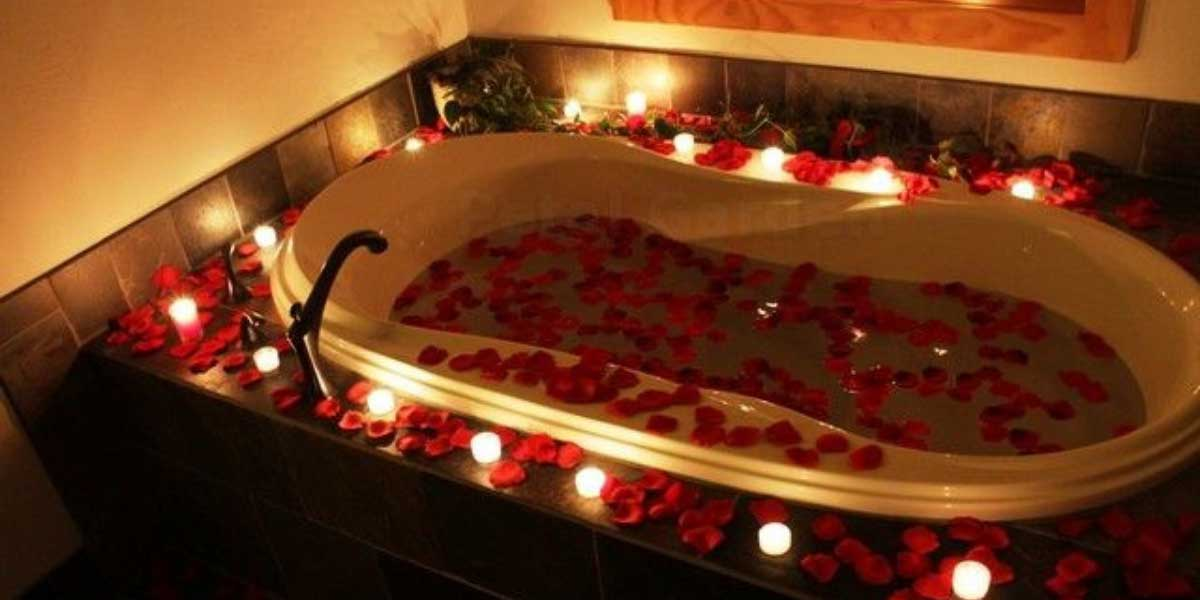 Hot-Bathtub-Date